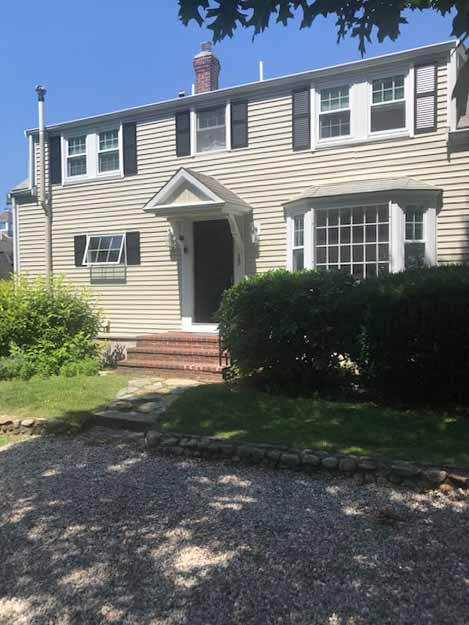 Pet Friendly- Short distance to Colonial Acres Beach on Nantucket Sound