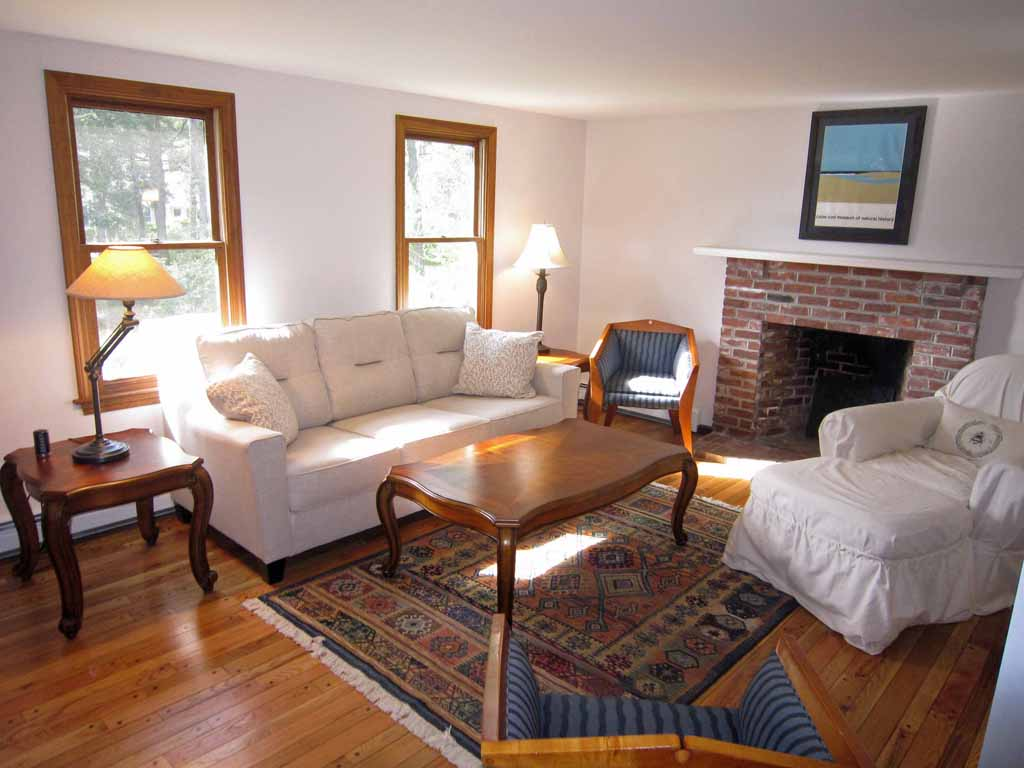 New Listing- Refurbished Pet Friendly Retreat- Close To Beaches & Rail Trail