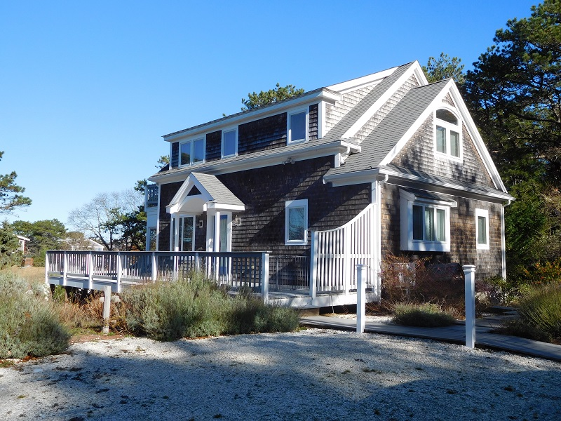 Attractive 3BR Cape Home Close to Indian Neck Beach