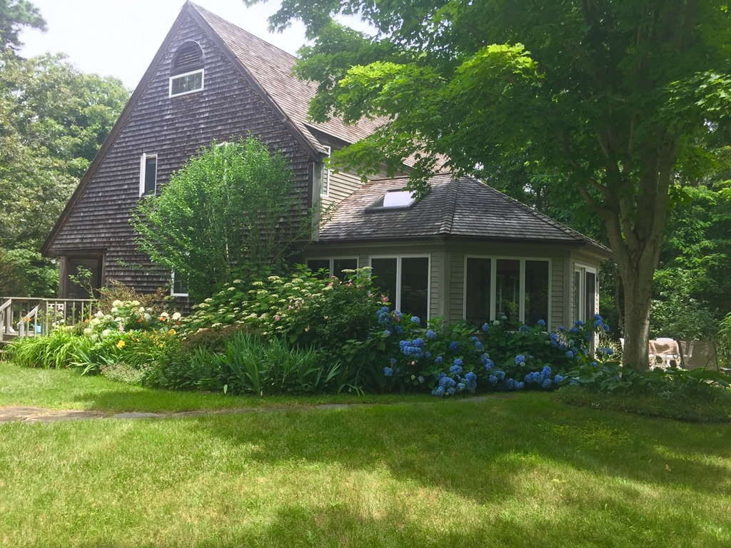 Comfy Contemporary Near Wellfleet Center