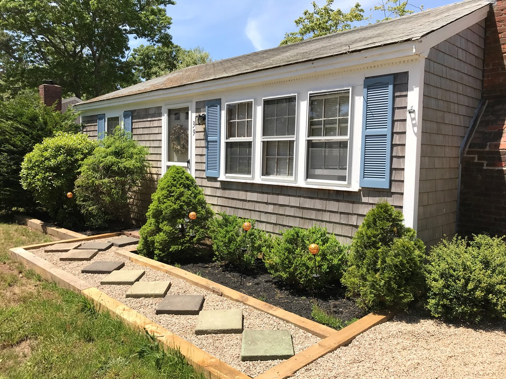 Close to Nantucket Sound, Comfy Dennis Port 2 Bedroom Cottage