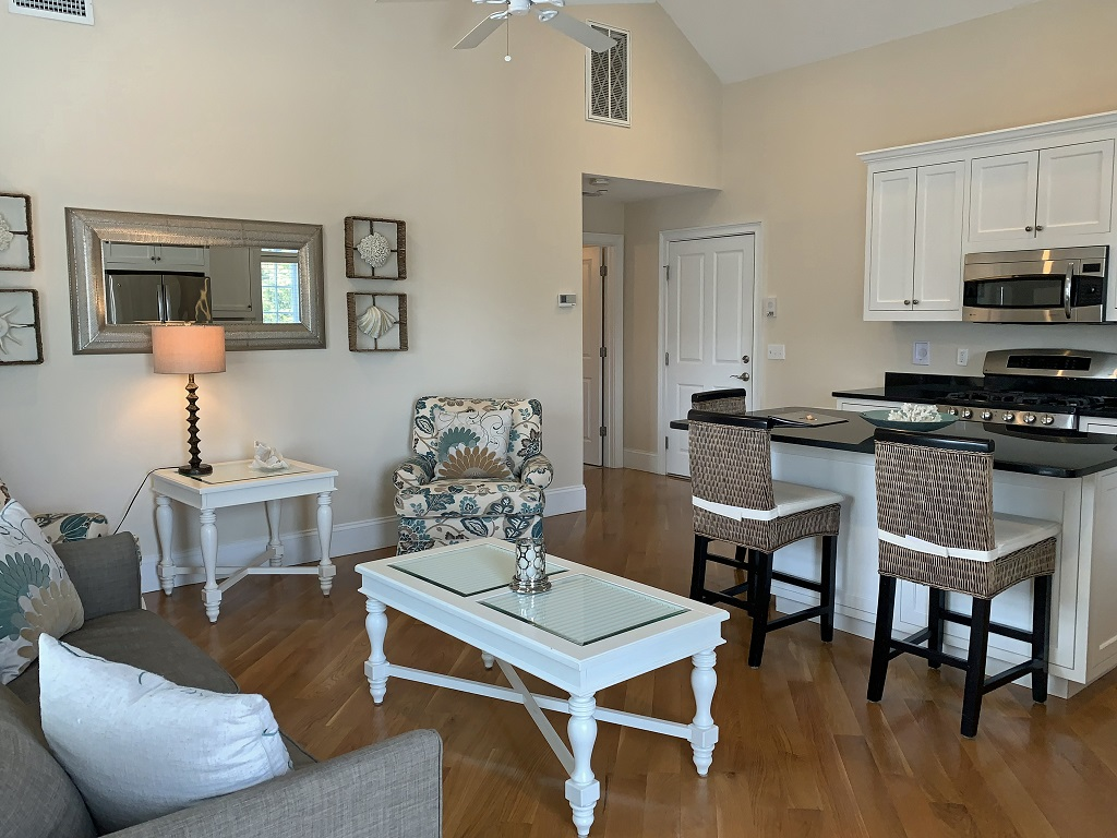 Harwichport Center Condo, Walk to Beach!