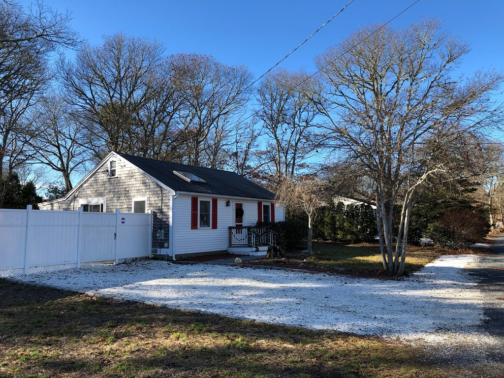 Refurbished Cape Cod Vacation Cottage- Near Swan Pond River