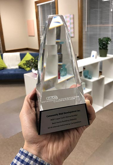 Internet Advertising Award trophy 2018